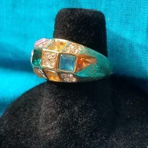 Jewelry - NWOT Gold Tone Ring with simulated gems